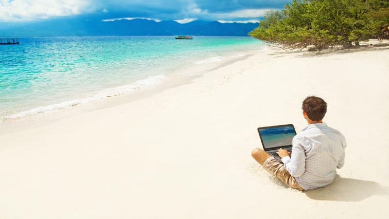 13 θέσεις εργασίας και δεξιότητες που σας δίνουν τη δυνατότητα να εργάζεστε από οπουδήποτε και να ταξιδεύετε στον κόσμο