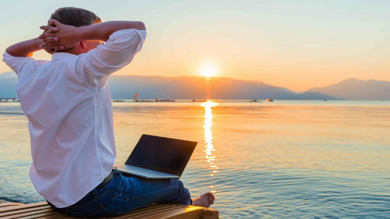 13 jobs and skills that enable you to work from anywhere and travel to the world